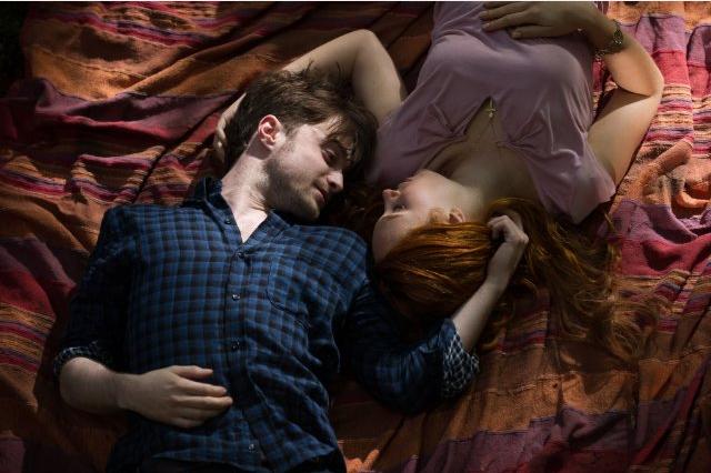 Daniel Radcliffe (Ig Perrish) y Juno Temple (Merrin Williams)