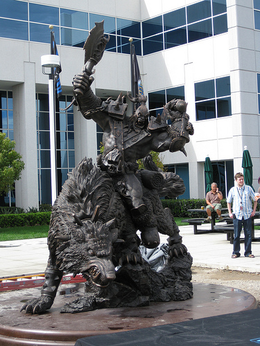 Estatua del Orco a la entrada del edificio de Blizzard