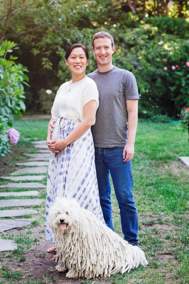 Mark Zuckerberg con su esposa Priscilla Chan y su ya conocido perro, Beast