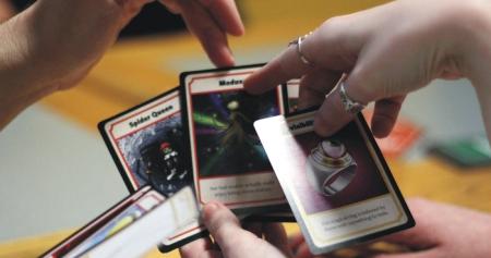 funda-en-kickstarter-un-innovador-juego-de-cartas-2