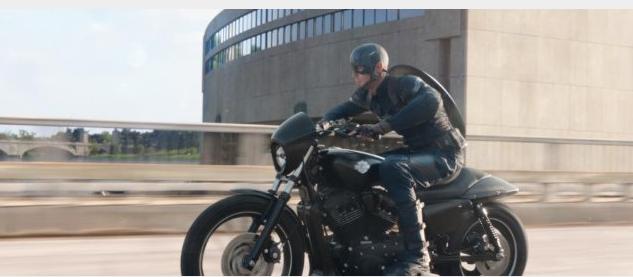 Capitán América en su Harley Davidson Street 750