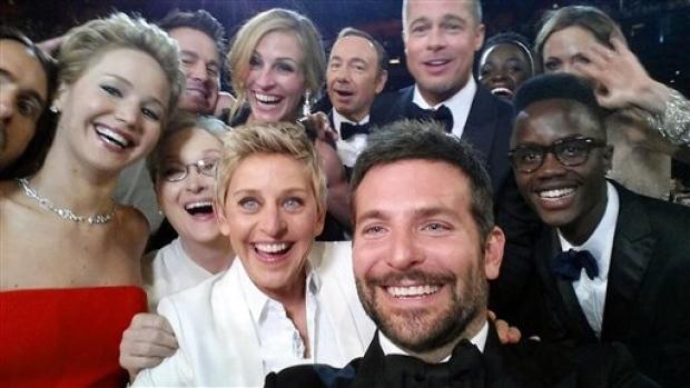 Esta selfie puso de moda el termino y ha logrado que millones de personas se animen a hacerse sus propias selfies.
