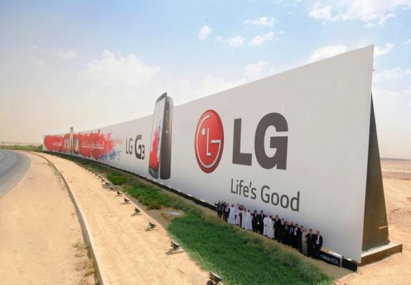 El cartel tiene un peso de 1.800 toneladas, ya que esta hecho de acero