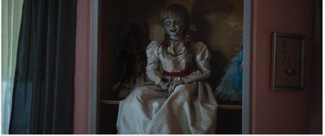 En esta escena, la muñeca ya había hecho varios estragos en la vida de Mia