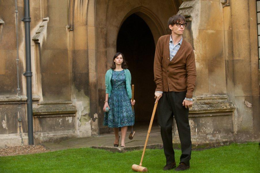 Eddie Redmayne (Stephen Hawking) y Felicity Jones (Jane Hawking)
